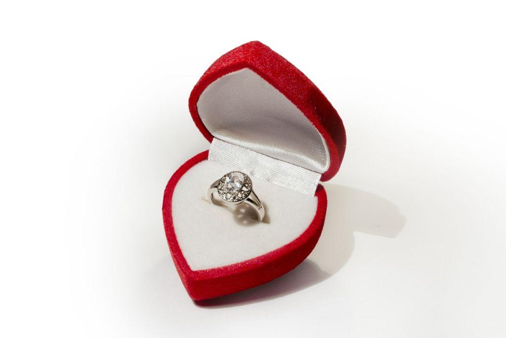 ring-631383_1280